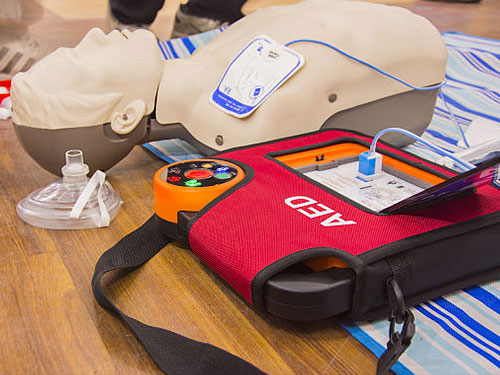 Coolangatta First Aid Training - Defibrillator training